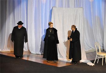 Сцена из спектакля, II действие