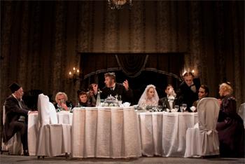 Сцена из спектакля «Свадьба с генералом»