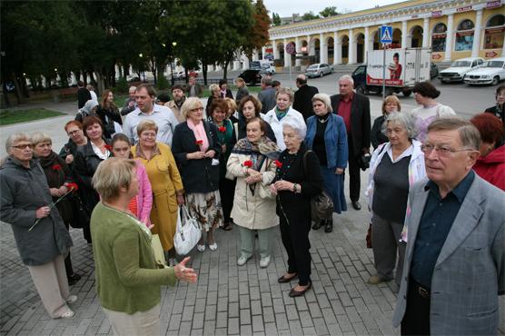 Возложение цветов к памятнику А.П. Чехову